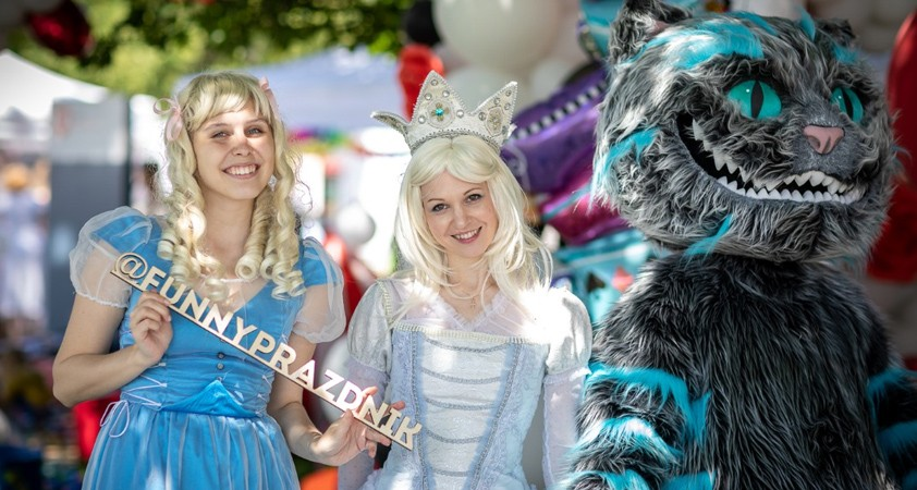 Подготовили стильную фотозону «Алиса в стране Чудес»